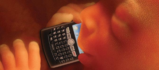 baby-on-phone_koert_van_mensvoort